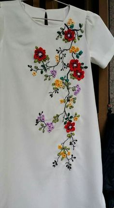 new brazilian embroidery patterns – Embroidery Desing Ideas Embroidery On Kurtis, Kurti Embroidery Design, Floral Embroidery Patterns, Hand Embroidery Flowers, Embroidery On Clothes, Flower Embroidery Designs, Embroidery Suits, Embroidered Clothes, Hand Embroidery Stitches