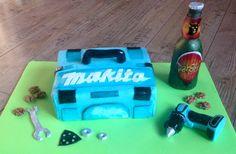Makita tool box cake . Dort pro kutily, nářadí makita a pivo pardál z modelovací čokolády.