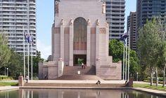 Après la visite du jardin botanique, rien de mieux que de continuer sa route pour se rendre à l'Hyde Park qui est à quelques centaines de mètres. Au milieu de ce dernier se situe l'Anzac War Memorial, un monument qui met à l'honneur les soldats australiens qui ont combattus pour la 1ère guerre mondiale. Le musée est gratuit, et relate cette guerre vue du côté de l'Australie, avec de nombreux témoignages, récits, tenues de soldats, etc. Intéressant, et pas trop long : Comptez une bonne…
