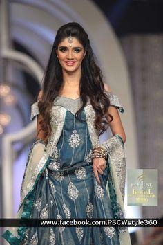 colour Fashion Shoot, Style Fashion, Womens Fashion, Bridal Fashion, Fashion Trends, Pakistani Bridal Wear, Pakistani Outfits, Ghagra Choli, Sharara