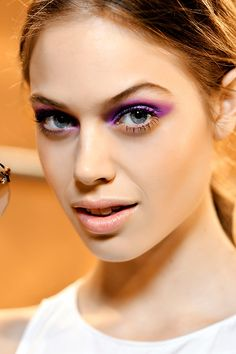 Maquillaje de primavera a todo color. Look SS12 de Moschino Cheap & Chic