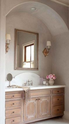 I love the arched alcove!