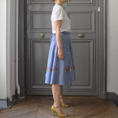 Jupe portefeuille d'été idéale en coton chambray Waist Skirt, Midi Skirt, High Waisted Skirt, Chambray, Skirts, Fashion, Wallet, Skirt, Cotton