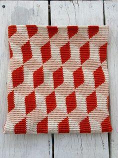 Pirjon kädenjälkiä: A little purse, pattern by talented Molla Mills (pattern is published in her second book Virkkuri 2).
