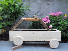 Urban Gardening: Hochbeet selber bauen – Eine Bauanleitung Gardening, Furniture, Home Decor, Little Gardens, Plants, Balcony, Homemade Home Decor, Lawn And Garden, Home Furnishings