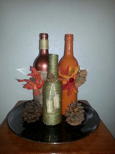 Autumn Wine Bottles (Centerpiece) but orange brown and purple? Fall Wine Bottles, Empty Wine Bottles, Wine Bottle Design, Wine Bottle Art, Diy Bottle, Thanksgiving Diy, Wine Bottle Centerpieces, Bottle Decorations, Glass Bottle Crafts