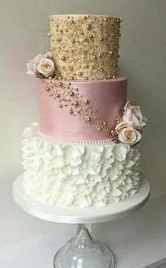 Beautiful gold, mauve, white wedding cake You are in the right place about Cake Design anniversaire Here we offer you the most beautiful pictures about the Cake Design buttercream you are looking for. Sweet 16 Cakes, Cute Cakes, Pretty Cakes, Sweet Sixteen Cakes, 16 Birthday Cake, Sweet 16 Birthday, Beautiful Wedding Cakes, Beautiful Cakes, Modern Wedding Cakes