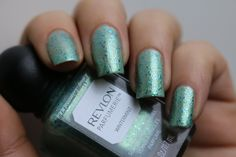 by www.ilfilodiarianna90.blogspot.com Review e Swatches: Smalto #REVLON Parfumerie n°40 Wintermint