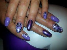 violet nails :)