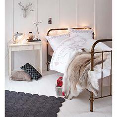 Filzteppich mit aufgerolltem Kreismuster – ein stilvoller Blickfang, der jeden Raum aufwertet. #impressionen