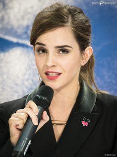"""Emma Watson participe à une conférence de presse """"UN Women"""" lors du 45ème Forum Economique Mondial de Davos. Le 23 janvier 2015"""
