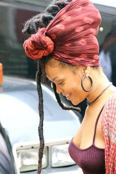 "Sarah Paulson Joins Rihanna on the Set of ""Ocean's Eight"" Rihanna Hairstyles, Faux Locs Hairstyles, Black Girls Hairstyles, Dreadlock Styles, Dreads Styles, Curly Hair Styles, Rihanna Dreadlocks, Rihanna Street Style, Rihanna Outfits"