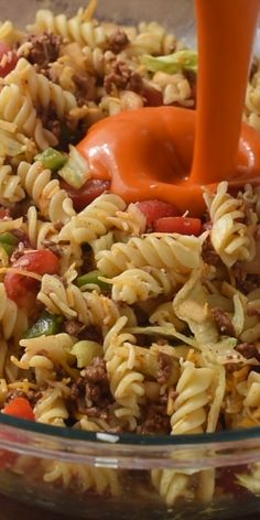 The secret ingredient freaks everyone out, but this Taco Pasta Salad is LEGIT. The secret ingredient freaks everyone out, but this Taco Pasta Salad is LEGIT. Easy Pasta Salad Recipe, Pasta Recipes, Dinner Recipes, Cooking Recipes, Healthy Recipes, Best Pasta Salad, Summer Pasta Salad, Summer Salads, Tacos