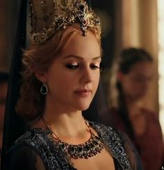 Turkish Fashion, Turkish Beauty, Sultan Pictures, Hot Country Girls, Queen Outfit, Diy Crown, Royal Dresses, Beautiful Fantasy Art, Turkish Jewelry