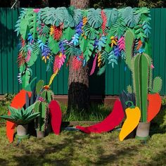 Фотозона на дне рождения в мексиканской тематике. Размеры 2*2 м, бумажные джунгли, кактусы и перчики из картона, выполнены вручную #hot #mexicoparty #papertropics #papercraft #craft #craft #_boomage #paperjungle #fotozone #party #mexico #мексиканскаявечеринка #деньрождения #фотозона #бумажныеджунгли #chilipeppers #crazyladito