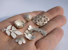 Australian jewellery designer Simone Walsh blogs about her delightful jewellery range and online store, design, fashion, making jewellery, business and more.