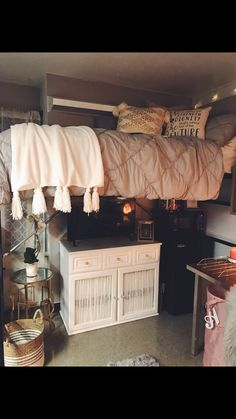27 creative dorm room ideas 26 ⋆ All About Home Decor My New Room, My Room, Dorm Room Designs, College Dorm Rooms, Uga Dorm, College House, College Life, Cute Dorm Rooms, Girl Dorm Rooms