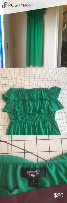 Off the shoulder, Kelly green maxi Beautiful Kelly green maxi. Polyester blend. I can model if needed. Dresses Maxi