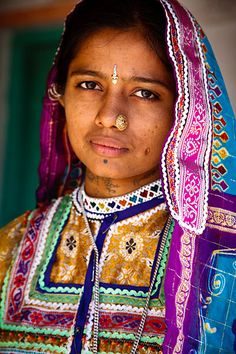 La belleza de la foto y los colores de Khavda Village, Kutch, Gujarat, India    by coolephotography