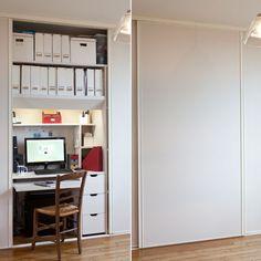 Bureau dans un placard avec portes coulissantes