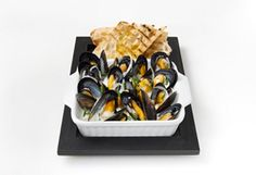 Moules marinières à la crème et dijon Mets, Seafood, Muffin, Dairy, Appetizers, Cheese, Meal Ideas, Cooking Food, White Wine
