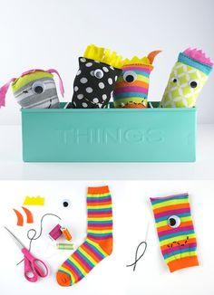 Juguetes reciclando calcetines