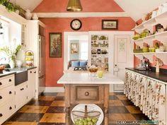 cocina con pared decorada en color coral