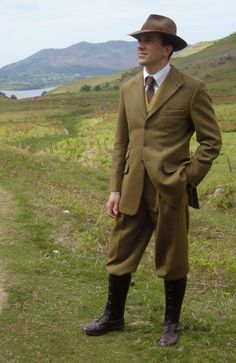Dounglaston Plus Fours Suit with Gaiters and Boots