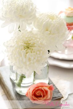Gorgeous white chrysanthemum in vintage jars as the centerpiece  @Denise - one or two of these might work if we need a last minute extra filler