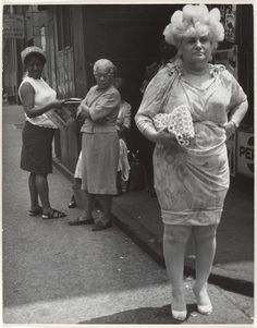 Leon Levinstein - Street Scene: Woman in Blonde Wig and Tight Dress, New York City, You KNOW she's got to be a famous family member. Photo New York, New York City Photos, Vintage Photography, Fashion Photography, Blonde Wig, Street Photographers, Oscar Wilde, Fashion Tips For Women, Tight Dresses