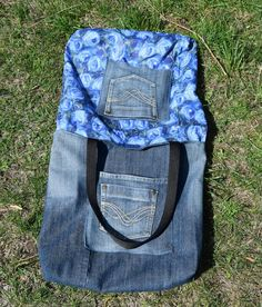 The particular blanket – which also contains a little detail top rated and also face Denim Tote Bags, Denim Handbags, Denim Purse, Vintage Jeans, Jean Vintage, Recycled Fashion, Recycled Denim, Recycled Clothing, Artisanats Denim