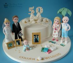 Golden Wedding Cake - Cake by The Clever Little Cupcake Company Aniversary Cakes, Anniversary Cupcakes, 50th Wedding Anniversary Cakes, Wedding Cakes, Anniversary Ideas, Anniversary Decorations, Tonne, Celebration Cakes, Themed Cakes