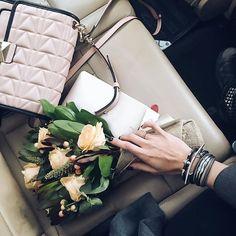 WEBSTA @ maritsanbul - Pretty flowers for the new office and soon to open #maritsastore from @novapera  Günler geceler #maritsastore için koşuşturarak geçerken ve her gün bir diğerinden daha zor geçerken en tatlı @novapera ekibinin mis çiçekleri geldi ❤️ Sizi seviyorum tatlılar