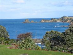 Kotari Point easter but booked. This is place with dingy Beach Houses For Rent, New Zealand Holidays, Best Settings, Holiday Places, Waterfront Property, Acre, Easter, Island, Outdoor