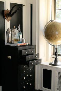Black and White - Design Chic #HomeDecorators #Homes #livingroomideas