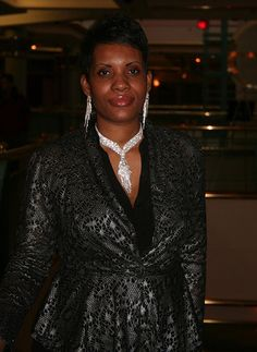Author, Entrepreneur Dee Dee M. Scott - Growing & Giving Back - Parlé Magazine — The Voice of Urban Entertainment