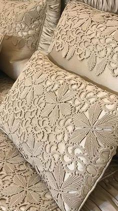Romans Z Szydełkiem: Piękno W Prostocie Zaklęte - Diy Crafts Crochet Wool, Filet Crochet, Irish Crochet, Crochet Motif, Crochet Crafts, Crochet Doilies, Diy Crafts, Crochet Pillow Patterns Free, Crochet Bedspread