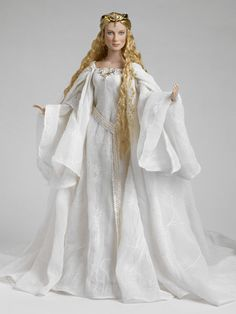 Galadriel, from The Lord of the Rings. Doll by Tonner.