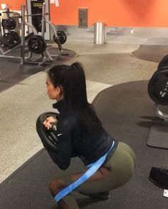 Talk about BOOTY BURRRRN!!!!! ♿️ Kneeling squats with HEAVY resistance band and 50lb bar (4x15). 2nd workout is something I got from @derekperdue8 I dunno what you call it but it's a freaking burner!!!! I did 10 reps holding the 35lb weight then I dropped the weight and went until I wanted to cry which was probably only 5-10 each time! (4 sets) Granted these were my last two workouts today but dang my legs and booty are on FIRE!!! In other news I have been taking my shoes off ...