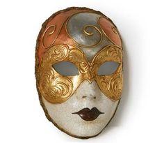 Volto decorato Mask   Maschera realizzata interamente a mano in cartapesta. Finemente decorata con stucco e colori acrili. Impreziosita dalla tecnica della screpolatura.