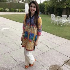 Ž QûeêŃ♥ Girl Hand Pic, Cute Girl Pic, Stylish Girl Pic, Cute Girls, Pakistani Wedding Outfits, Pakistani Dresses, Beautiful Dresses, Nice Dresses, Amazing Dresses