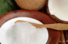 Homemade toothpaste with coconut oil.PLUS 38 other coconut oil cures! Coconut Oil Hair Treatment, Coconut Oil Hair Growth, Coconut Oil Hair Mask, Natural Shampoo, Natural Hair Care, Natural Hair Styles, Natural Beauty, Natural Oils, Organic Beauty