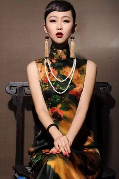 Chinese clothing features is very distinctive and with profound Chinese culture.