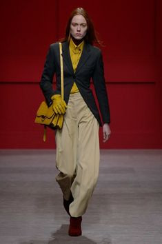 The complete Salvatore Ferragamo Fall 2018 Ready-to-Wear fashion show now on Vogue Runway.