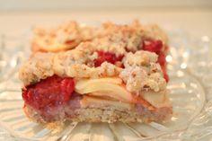 Mennonite Girls Can Cook: Apple-Raspberry Bars No Cook Desserts, Apple Desserts, Summer Desserts, Apple Recipes, Cherry Pie Bars, Raspberry Bars, Apple Bars, No Bake Bars, Amish Recipes