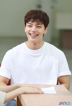 New Actors, Actors & Actresses, Sad Movies, Drama Movies, Handsome Korean Actors, Jin Goo, Kdrama Actors, Kim Woo Bin, Child Actors