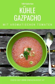 Die herrlich kühle Gazpacho ist perfekt für heiße Sommertage. Diese kalte Suppe ist vollgepackt mit Gemüse: Tomaten, Gurke, Frühlingszwiebeln machen den gesunden Genuss. Das Rezept ist am Blog! Gazpacho, One Pot Dishes, Teller, Cantaloupe, Salsa, Fruit, Ethnic Recipes, Blog, Finger Food
