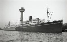 De foto toont de 'Jan Backx' en de 'Seven Seas' afgemeerd   in de Rotterdamse Parkhaven d.d. 23 december 1969  http://vervlogentijden.blogspot.nl/2015/05/elke-dag-een-nederlands-schip-uit-het_4.html