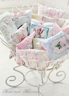 smathering of saches :: French Lavender Shabby Vintage Shabby Chic, Shabby Chic Style, Shabby Chic Decor, Lavender Bags, Lavender Sachets, Sachet Bags, Art Du Fil, French Lavender, Shabby Cottage