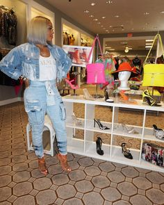 Ain't no days off boo! Pull up 😘 Day Off, Mom Jeans, Capri Pants, Cute Outfits, Photo And Video, Denim, Dresses, Fashion Ideas, Vestidos